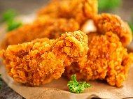 Рецепта Вкусни пържени панирани пилешки крилца в корнфлейкс, брашно и галета